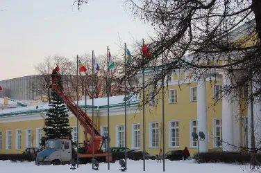 Таврический дворец украсили к Новому году