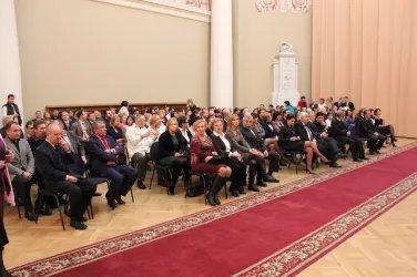 Сотрудники Секретариата слушают Алексея Сергеева
