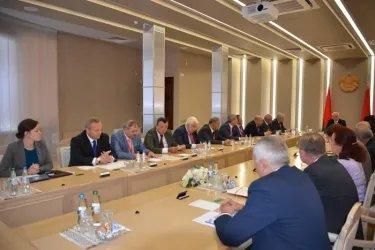 Наблюдатели от МПА СНГ встретились с Михаилом Мясниковичем