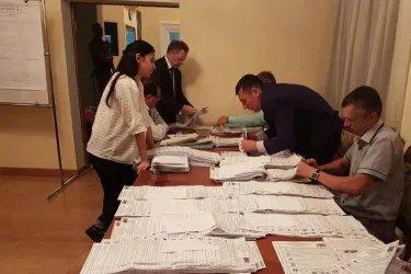 Процедура подсчета голосов на зарубежном избирательном участке в Бишкеке