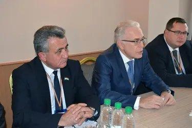 с главой Миссии наблюдателей БДИПЧ ОБСЕ  Дугласом Уэйком