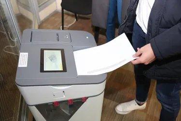 Наблюдатели от МПА СНГ на избирательном участке в Санкт-Петербурге