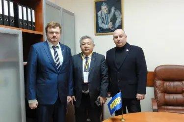Асхат Нускабай посетил избирательный штаб Владимира Жириновского
