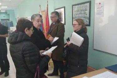 Эльмира Ахундова и Михаил Забелин на избирательных участках