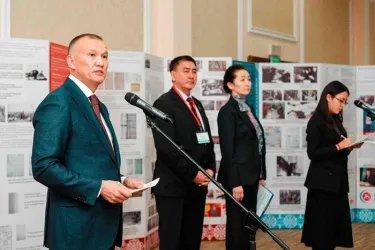 Председатель ЦИК Республики Казахстан Б. Имашев открывает выставку, посвященную развитию выборной системы Казахстана