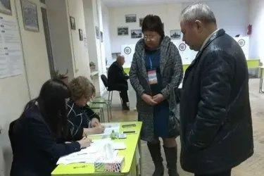 Тамара Долгошеий и Виктор Когут на избирательном участке, 09.12.18
