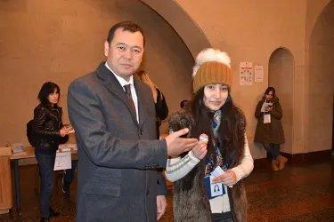 Мирлан Бакиров на избирательном участке, 09.12.18