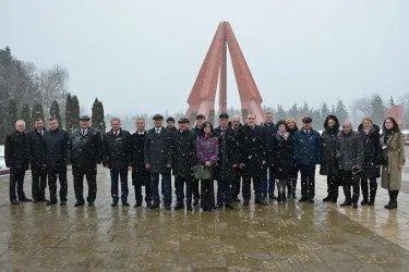 Международные наблюдатели от МПА СНГ посетили мемориальный комплекс