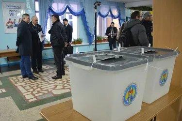 Бектас Абдыханов и Дмитрий Кобицкий посетили избирательные участки в Республике Молдова