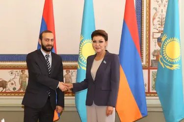 Встреча Арарата Мирзояна с Даригой Назарбаевой