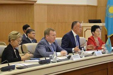 Встреча международных наблюдателей от МПА СНГ в ЦИК Республики Казахстан с Бериком Имашевым, 08.06.19