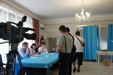 Наблюдатели от МПА СНГ на зарубежном избирательном участке в Ереване