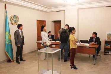 Наблюдатели от МПА СНГ на зарубежном избирательном участке в Санкт-Петербурге