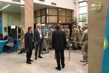 Юрий Дорогокупец и Адхам Шадманов посетили избирательные участки в Республике Казахстан