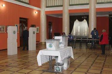 Избирательный участок в Центральном районе Кишинева.JPG