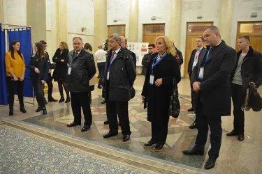 Абдуджаббор Азизи, Хисрав Абдуназар, Дмитрий Кобицкий и Виктор Когут  на открытии избирательного участка