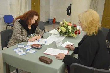 Наблюдатели от МПА СНГ на открытии избирательного участка
