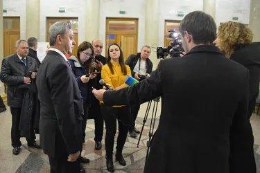 Общение с журналистами после открытия избирательного участка