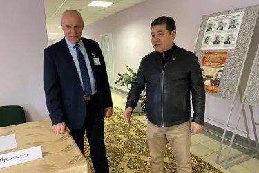 Нурбек Сатвалдиев на избирательном участке