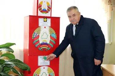 Юрий Андреев на избирательном участке