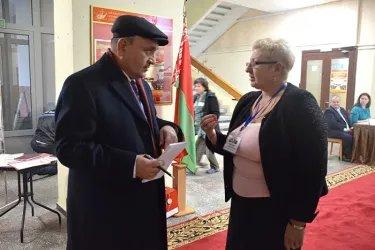 Абдуджаббор Азизи, Хисрав Абдуназар, Дмитрий Кобицкий и Виктор Когут  на избирательном участке