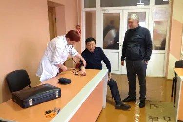 Бахадыр Сулейманов и Орозбек Алыбаев на избирательном участке