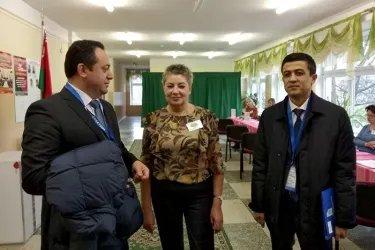 Шухрат Чуллиев и Уткир Турсунов на избирательном участке