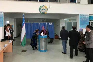 Сергей Караваев на избирательном участке в Бухаре