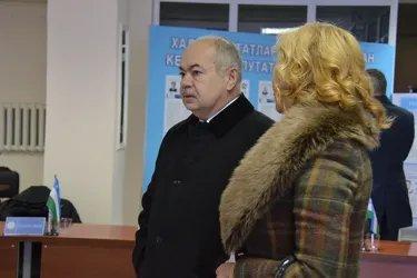 Ильяс Умаханов и Екатерина Голоулина на избирательном участке