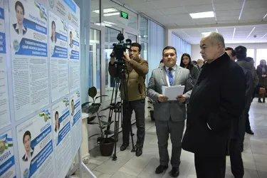 Ильяс Умаханов на избирательном участке