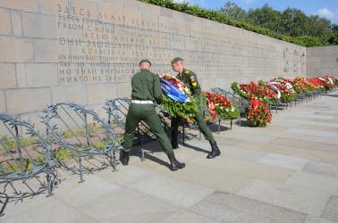 Представители Межпарламентской Ассамблеи СНГ возложили цветы на Пискаревском мемориале, 22.06.2020