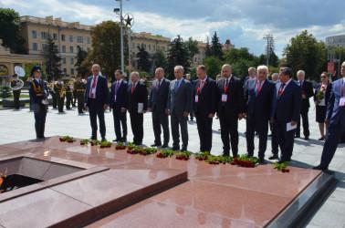 Международные наблюдатели от МПА СНГ в Минске почтили память героев Великой Отечественной войны, 08.08.2020