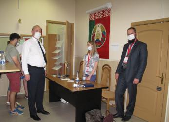 Наблюдатели от МПА СНГ ведут мониторинг выборов Президента Республики Беларусь на зарубежном избирательном участке, 09.08.2020