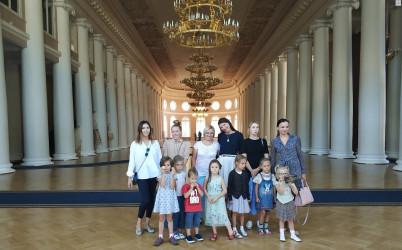 Дети на экскурсии в Таврическом дворце