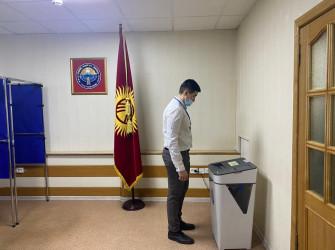 Петербург: голосование на участке в Канцелярии Посольства Кыргызской Республики в Российской Федерации