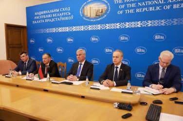 Председатель Палаты представителей Национального собрания Республики Беларусь Владимир Андрейченко (в центре)