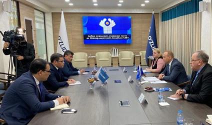 Встреча наблюдателей с представителями партий, выдвинувших кандидатов на выборах Президента Узбекистана