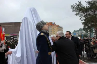 Делегация от МПА СНГ участвовала в открытии памятника Г. Кравченко 20.02.14