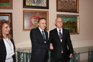 Ибод Рахимов и Спикер Парламента Сирии Джихад Аль-Лаххам (слева)