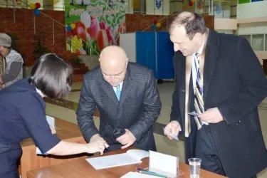 Наблюдатели от МПА СНГ на открытии избирательного участка № 86