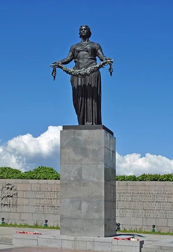 В День памяти жертв блокады Ленинграда представители МПА СНГ возложили венки к монументу