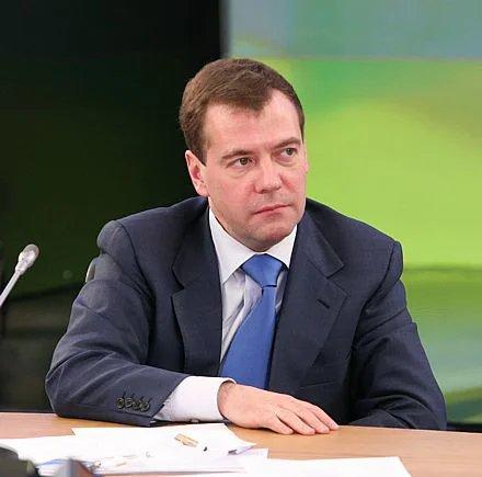 Медведев надеется на реализацию идей форума по безопасности на дорогах