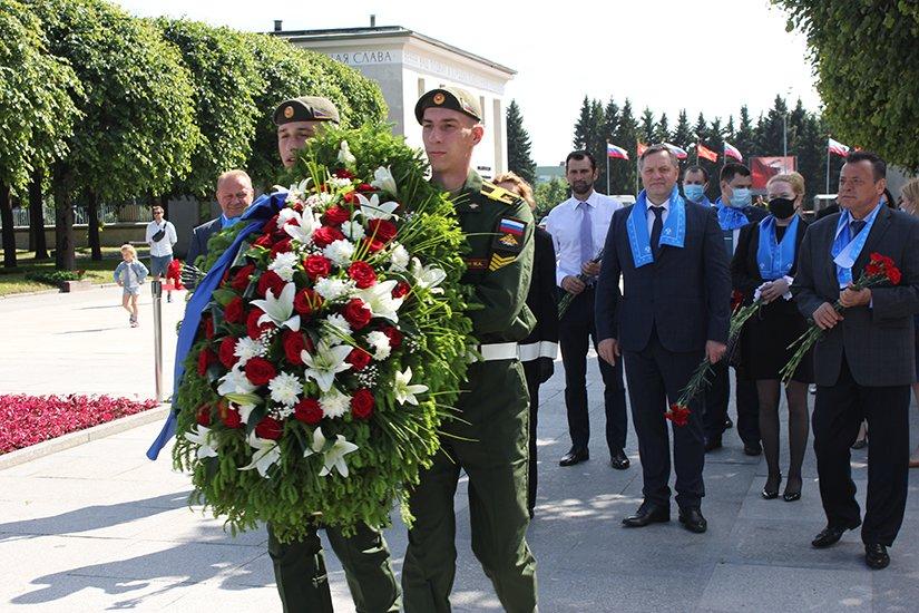 Представители Межпарламентской Ассамблеи СНГ возложили цветы на Пискаревском мемориале
