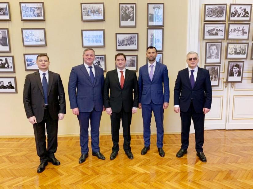 Дмитрий Кобицкий принял участие в открытии фотовыставки, посвященной 75-летию Победы, в парламенте Петербурга