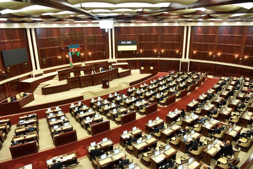 Милли Меджлис Азербайджана ужесточил наказание за несоблюдение противоэпидемического режима
