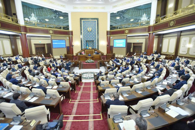 Парламент Казахстана в течение пятой сессии принял 98 законов