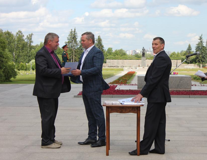 Дмитрий Кобицкий вручил медали ветеранам боевых действий