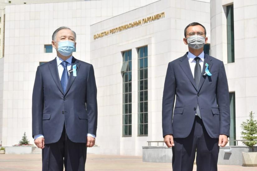 В Парламенте Республики Казахстан состоялась памятная церемония по жертвам пандемии коронавируса