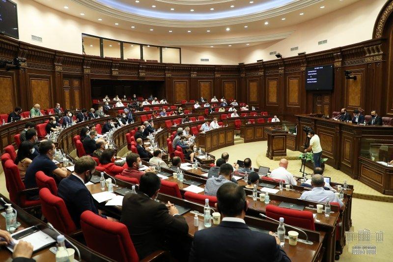 Парламент Республики Армения принял поправки в Трудовой кодекс