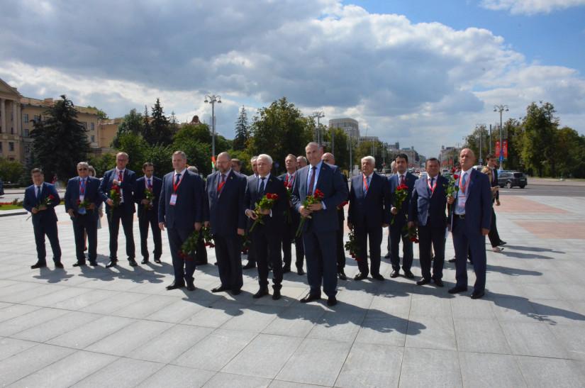 Международные наблюдатели от МПА СНГ в Минске почтили память героев Великой Отечественной войны